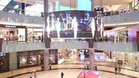 Арена моды в моле Дубай сток-видео