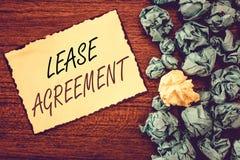 Арендный договор текста сочинительства слова Концепция дела для контракта на терминах до одна партия соглашается свойство ренты стоковые изображения rf