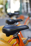 Арендный оранжевый велосипед в Тайбэе Стоковые Изображения RF