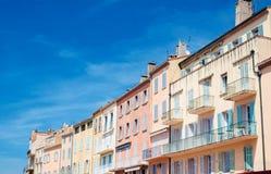Арендуемые дома в порте St Tropez стоковые фотографии rf