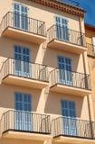 Арендуемые дома в порте St Tropez стоковые фото