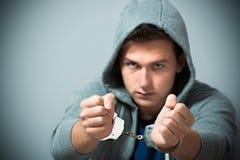 Арестованный подросток с наручниками стоковая фотография rf