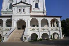 Аркада и церков-крылечко собора предположения стоковое изображение rf