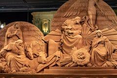 Аркада Сан Pietro, сцена рождества осуществила с песком Jesolo, и рождественской елкой украшенной с цвета золото светами стоковое изображение rf
