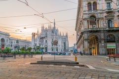 Аркада del Duomo или квадрат собора на восходе солнца стоковые фотографии rf