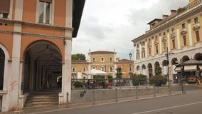 Аркада del Mercato (рыночная площадь) в Брешии видеоматериал