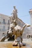 аркада syracuse фонтана archimede стоковое фото rf