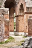 Аркады старого римского театра в Ostia Antica - Риме Стоковые Изображения