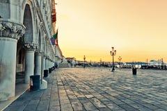 Аркада Сан Marco в городе лагуны каменной Венеции стоковое изображение