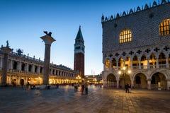 Аркада Сан Marco на ноче в Венеции стоковое изображение