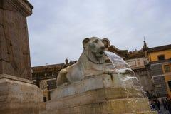 Аркада del Popolo большой городской квадрат в Риме Италии Имя в современной итальянке в буквальном смысле слова значит квадрат `  Стоковые Изображения RF
