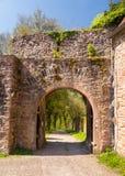 Арка и строб в старой стене замка Стоковое Фото
