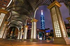Арка освещенная на ноче, Тайбэй Тайвань Стоковое Изображение