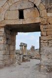 Арка - старый Greco-римский и византийский город Hierapolis стоковые фото
