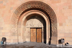 Армении yerevan Veiw улиц Enteresnce к церков Стоковое Изображение