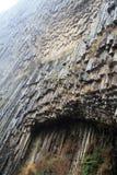 Армения - симфонизм камней, геологохимических столбцов базальта горной породы в ущелье около Garni стоковая фотография