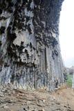 Армения - симфонизм камней, геологохимических столбцов базальта горной породы в ущелье около Garni стоковое фото rf