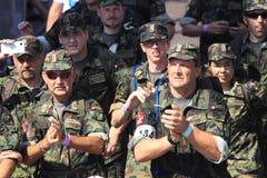 Армия бежать с идя событием Стоковые Изображения