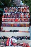 Армянский старый сувенир куклы сделанный от ткани ткани в национальных костюмах продал в рынке Стоковые Изображения