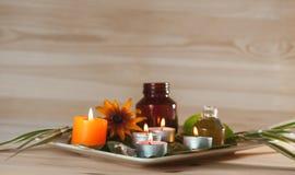 ароматерапия с травами и маслом стоковая фотография