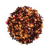 Ароматичный черный сухой чай с плодоовощами и лепестками Стоковое Фото