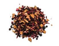 Ароматичный черный сухой чай с плодоовощами и лепестками Стоковое Изображение