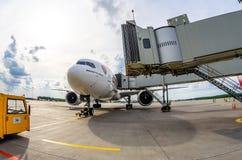 Арсенал эмиратов Боинга 777-200 Россия Санкт-Петербург 10-ое августа 2017 Стоковая Фотография RF