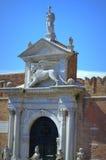 Арсенал Италия больших винных бутылок Porta венецианский Стоковое Изображение RF