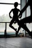 2 артиста балета делая скачки Стоковое Изображение RF