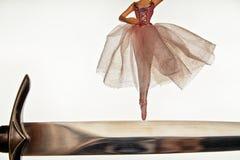 Артист балета на крае ` s кинжала Стоковые Изображения