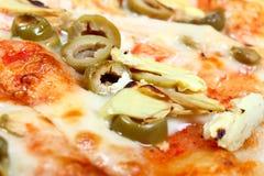 артишоки испекли свежую пиццу оливок Стоковые Изображения