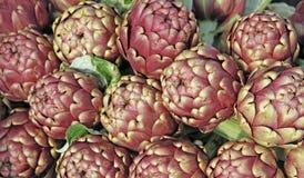 Артишоки для продажи на vegetable рынке 10 Стоковые Изображения