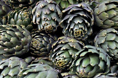Артишок на дисплее в продовольственном рынке Стоковое Изображение
