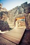 Археологические раскопки Mycenae около деревни Mykines, с старыми усыпальницами, гигантскими стенами и известным стробом львов стоковые фото