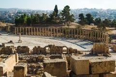 Археологические раскопки, парк Jerash Овальное святилище площади и руин Зевса Olympios Туристическая индустрия, sightseeing конце Стоковое Фото