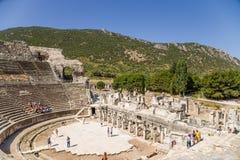 Археологические раскопки Ephesus, Турции Взгляд грандиозного театра, 133 ДО РОЖДЕСТВА ХРИСТОВА Стоковые Изображения