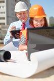2 архитектора перед строительной площадкой Стоковая Фотография