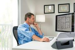 Архитектор в офисе Стоковая Фотография