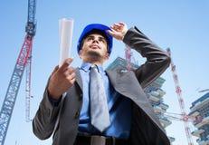 Архитектор на работе в строительной площадке Стоковая Фотография