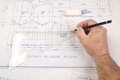 Архитектор, рисуя - вверх по планам для дома Стоковое Фото