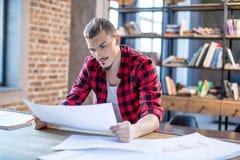 архитектор blueprints мужчина Стоковое Изображение