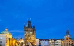 Архитектура башни Карлова моста в сумерк Стоковые Фотографии RF
