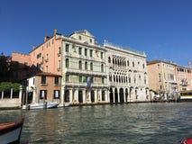 Архитектура вдоль грандиозного канала в Венеции, Италии Стоковое Фото