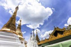Архитектура виска золотого stupa традиционная на пагоде Янгоне Мьянме Юго-Восточной Азии shwedagon Стоковые Фото
