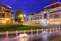 Архитектура главной площади в городе Sopot вечером, Польша стоковое фото rf