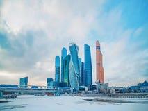 Архитектура Москвы, современные небоскребы города стоковая фотография rf