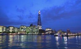 Архитектура, мост, Британия, британцы, здание, дело, столица, город, городской пейзаж, назначения, городские, сумрак, обваловка,  стоковые изображения rf