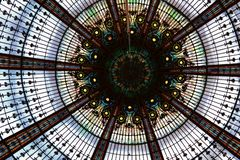 Архитектура, потолок дворца в Версаль, Франции: Сады дворца Версаль около Парижа, Франции стоковое фото rf