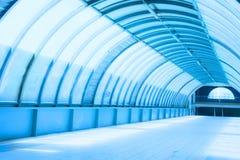 Архитектура подземного коридора тоннеля метро современная стоковая фотография