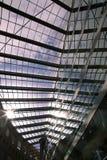 Архитектура прозрачной стеклянной концепции голубого неба крыши современная Стоковые Фото